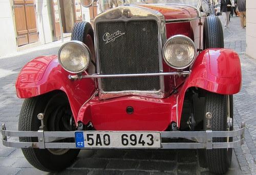 Vanhan ajan auto Prahassa by Anna Amnell