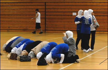 Αποτέλεσμα εικόνας για women basketball from islamic countries