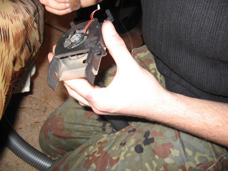 Przedmuchiwanie wentylatora za pomocą odkurzacza