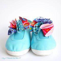 Kids flower petal shoes :: DIY