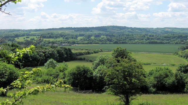 File:A Historic View across the Gap in the Chiltern Hills - geograph.org.uk - 1353511.jpg