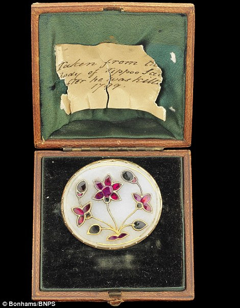 Mughal gem-set jade plaque with note stating it was found with the body of Tipu Sultan in 1799, estimated to sell for £20,000