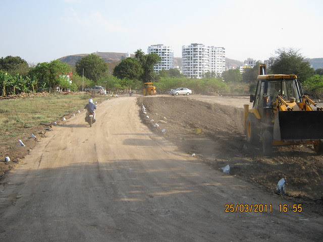 This is that 30 meter wide road on which DSK Gandhakosh Baner Pune would be!