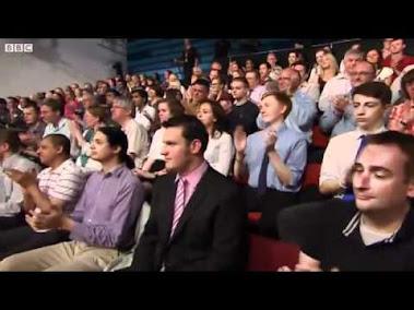 Tony Robinson asks if bankers are human 2012.06.29. Forrás: http://www.youtube.com/watch?v=V-3C_S4YI3U A BBC adásában Tony Robinson kifejti véleményét a bankárokról.