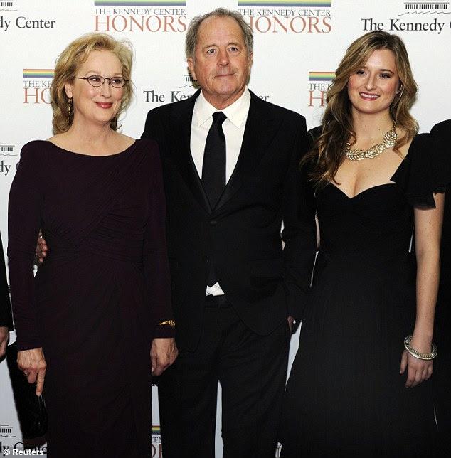 Celebração: Meryl que estava sendo homenageado no evento, foi acompanhado por seu marido Don Gummer e sua filha de Graça 25-year-old para a noite especial