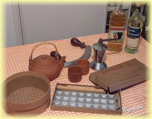 Utensilio de cocina en vieja cocina de Turín