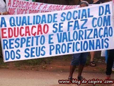 faixa com erro de portugues de professores