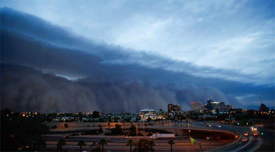 Τρομακτική αμμοθύελα σάρωσε το Phoenix