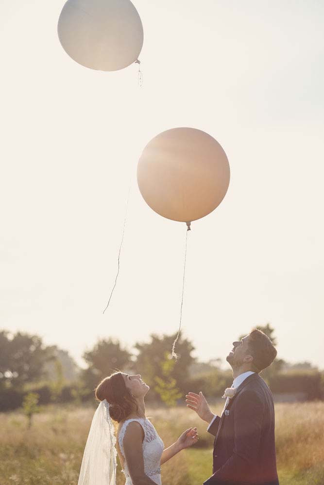 bride and groom releasing balloons at Moreves Barn in Sudbury Suffolk - www.helloromance.co.uk