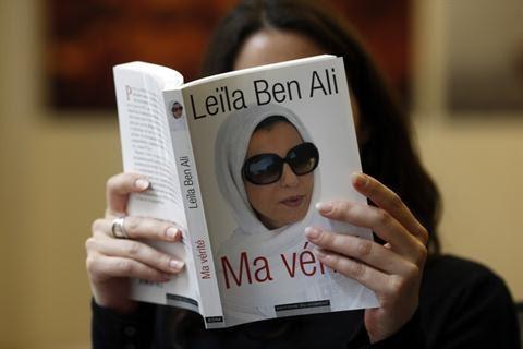 a6869d525 ونفت ليلى الطرابلسى - الزوجة الثانية للرئيس المخلوع - ما تردد على نطاق واسع  فى وسائل الإعلام الخارجية من أنها كانت تعمل مصففة للشعر عندما التقت الرئيس  ...