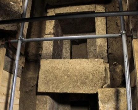 Αμφίπολη: Κρύβει κι άλλα μυστικά ο τάφος; Ο σκελετός και ο `πόλεμος` για την ταυτότητά του