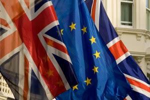 eu uk flags imagelarge 300x200 Briti mõttekoda pakub EL ist lahkumise plaani eest 100 000 eurot