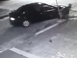Câmeras de segurança flagraram tentativa de assalto a restaurante (Foto: Reprodução/Inter TV Cabugi)