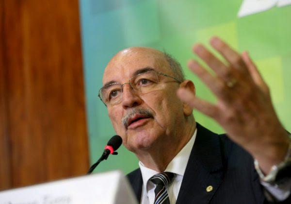 O ministro da Cidadania, Osmar Terra, que tomou a frente na discussão de políticas sobre drogas no governo (Foto: Wilson Dias/Agência Brasil)
