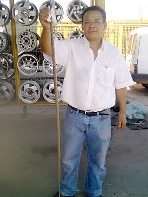 Cobra estava escondida em carro de vendedor em MT (Foto: Ricardo de Almeida)