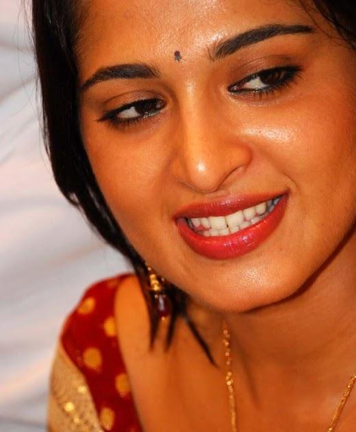 Models Glamor Blogspot: Anushka Shetty Hot Masala Boobs