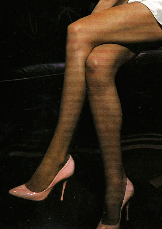 DARIA WERBOWY VOGUE UK BUBBLE GUM PINK BARBIE INSPIRED PUMPS HIGH HEELS PATENT LEATHER SHINY INSPIRATION FASHION BLOG