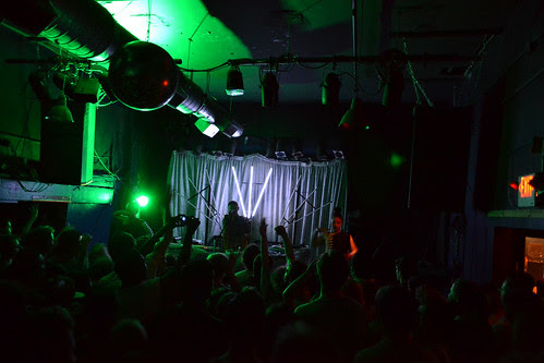 Totally Enormous Extinct Dinosaurs (6/4/13)