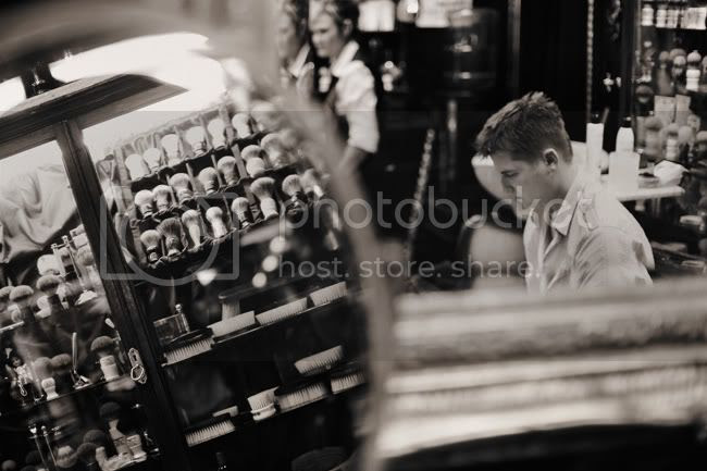 http://i892.photobucket.com/albums/ac125/lovemademedoit/TN_autumnwedding_007.jpg?t=1306494119