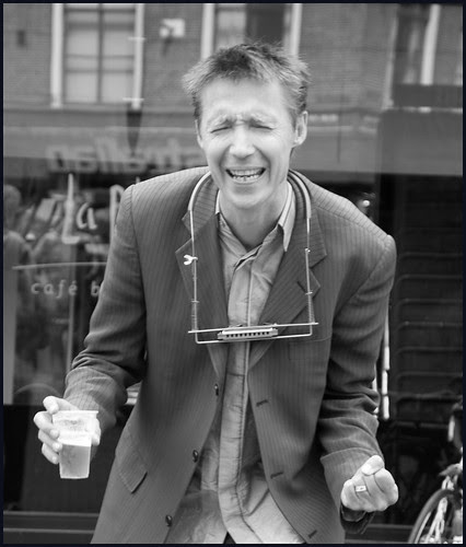 zanger met bier by hans van egdom