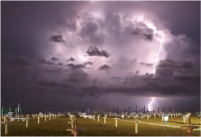 File:LightningOverMiramareDiRiminiItaly.jpg