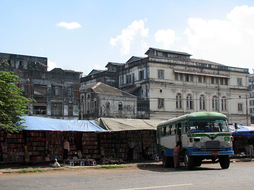 myanmar_bus