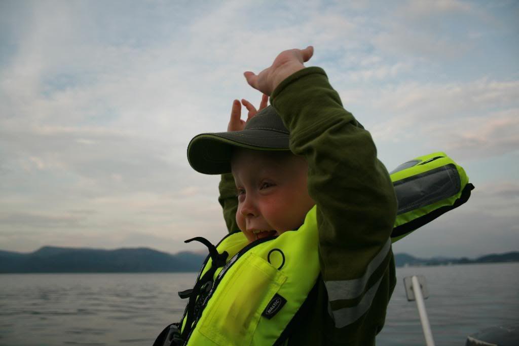 'Sjefskapteinen' som speider etter bølger