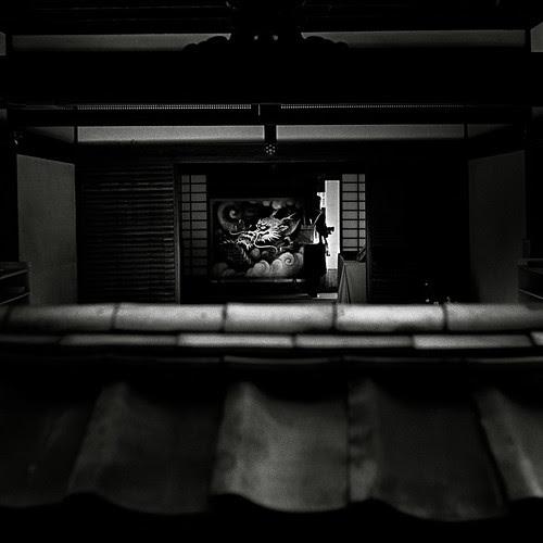 Portal in monochrome