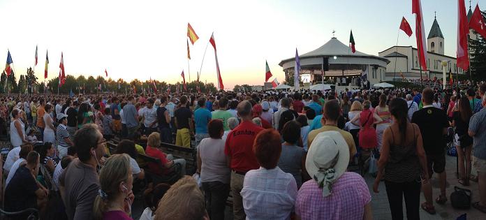 Parroquia y explanada de Medjugorje. Festival de la Juventud