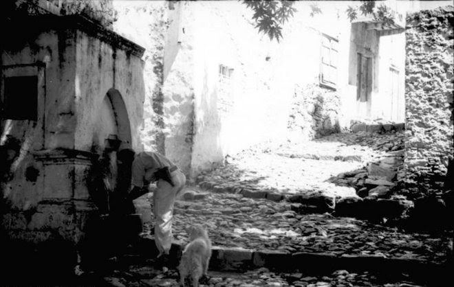 Γερμανός στρατιώτης στη βρύση του χωριού...