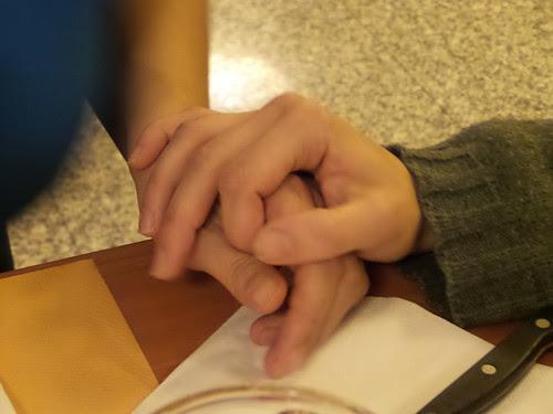 Due mani unite una per l'altra by Ylbert Durishti