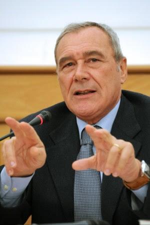 """""""Soldi sporchi"""", indagine sul riciclaggio  fra banchieri, tycoon e criminali"""