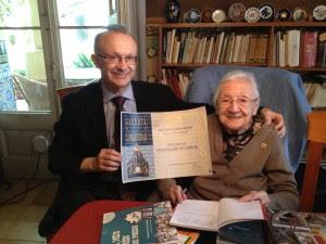 Joana Raspall y Jesús Fraiz, en el despacho de la escritora, en su casa en Llobregat.