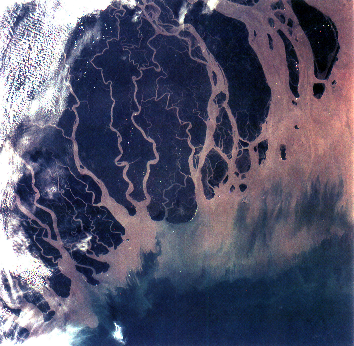 http://upload.wikimedia.org/wikipedia/commons/8/81/Ganges_River_Delta%2C_Bangladesh%2C_India.jpg