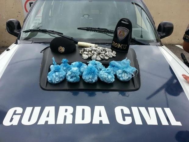 Mais de 500 porções de drogas foram apreendidas (Foto: Divulgação / Guarda Municipal)