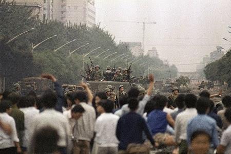 """中共军队""""六四""""屠城之后,1989年6月6日的北京街头。(网络图片)"""
