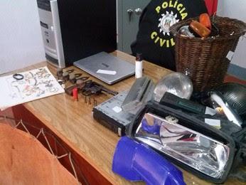 Objetos foram encontrados na Região Noroeste do Rio Grande do Sul durante operação da polícia (Foto: Brunna Colossi/ RBS TV)