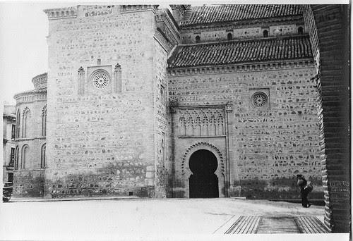 Antigua báscula de pesaje junto a Santiago del Arrabal. Fotografía de Eduardo Butragueño Bueno