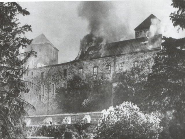 File:Turku Castle 1941 burning.jpg