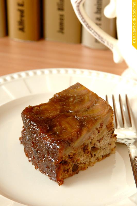 Torta Rovesciata di Banane con Yogurt e Cioccolato