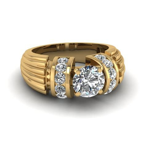 Round Cut Diamond Thick Etched Side Stone Ring In 14K
