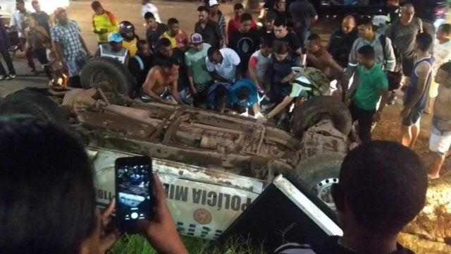 Em perseguição viatura capota e militares ficam feridos em....