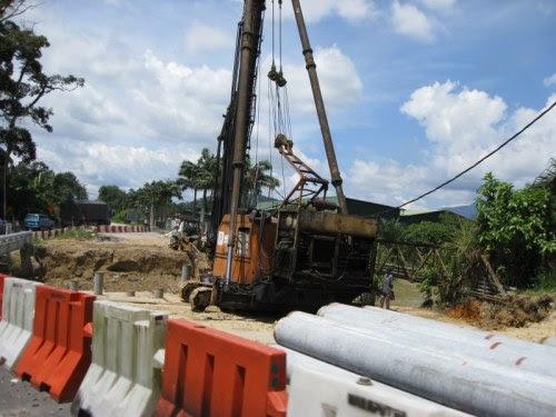 Dulunya brojek jambatan di Trong ini terbengkalai, tapi bila tiba pilihanraya ianya mulai diteruskan..Apakah ini bukan projek mee segera?
