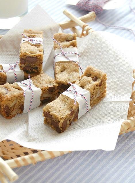Chocolate chip cookie cake / Bolo-cookie com gotas de chocolate