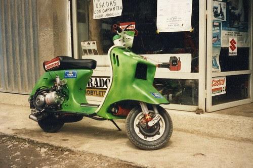 LA VESPA VOLADORA 1990