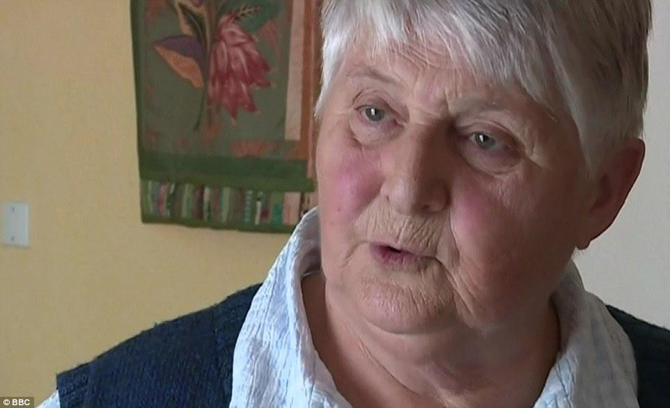Eyewitness irmã Danielle disse o padre assassinado dois atacantes forçado Pai Jacques Hamel 'de joelhos.  Ele queria se defender.  E isso é quando a tragédia aconteceu '