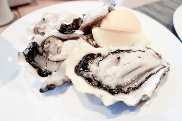 fresh oysters - Straits Cafe buffet @ Rendezvous hotel