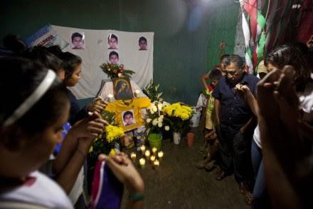 Un altar con las fotografías de Alexander, conocido como Chande o La Roca. Foto: Germán Canseco