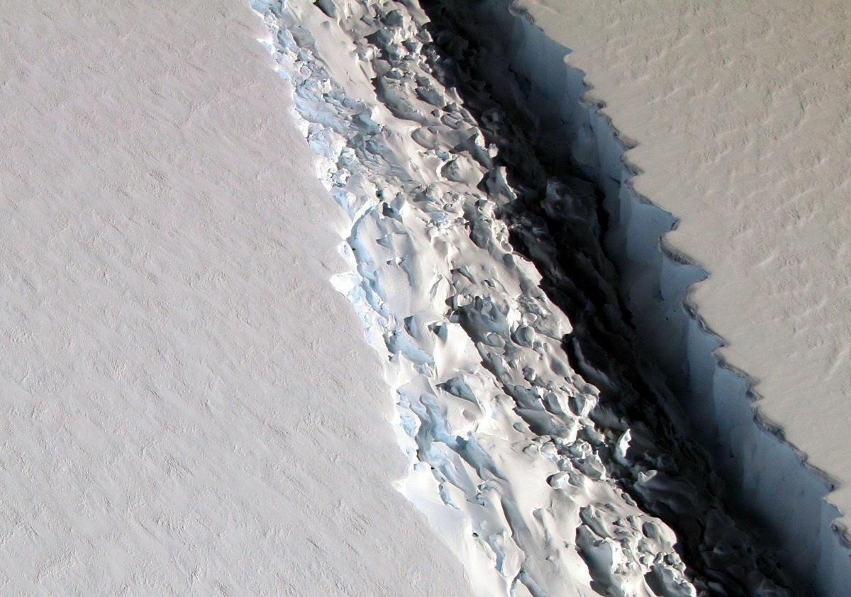 antarctica-rift-larsen-c.jpg
