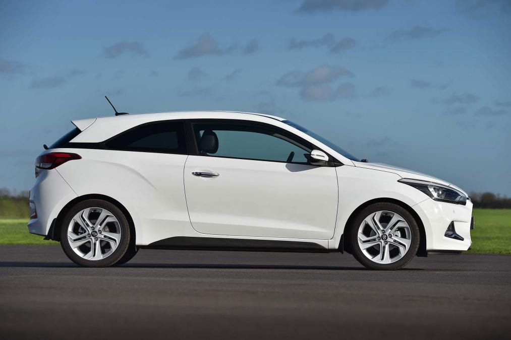 Hyundai i20 Coupe Pictures